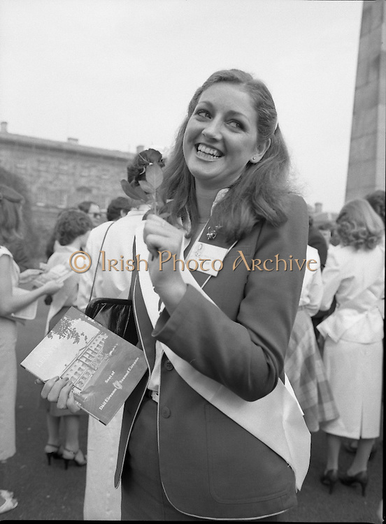 An Taoiseach Meets The Roses Of Tralee.  (N90)..1981..28.08.1981..08.28.1981..28th August 1981..An Taoiseach, Garret Fitzgerald, met with the contestants of The Rose Of Tralee Festival when they were invited to Government Buildings, Leinster House, Dublin...Picture of Cork Rose,Nuala O'Sullivan.