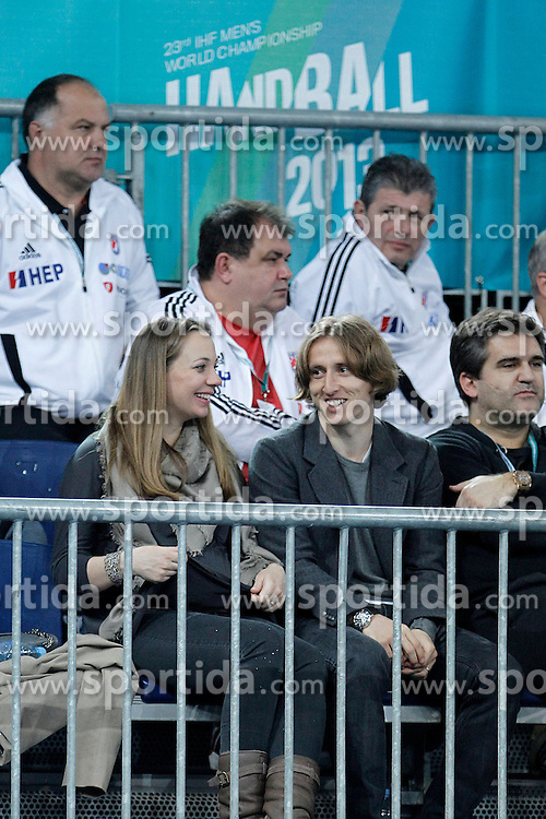 17.01.2012, Caja Magica, Madrid, ESP, IHF, 23. Handball Weltmeisterschft der Herren, 1. Runde, Kroatien vs Aegypten, im Bild Ream Madrid's player Luka Modric and his wife Vanja Bosnic // during the preliminary round match of 23th IHF Handball World Championship between Croatia and Egypt at the Caja Magica, Madrid, Spain on 2013/01/17. EXPA Pictures © 2013, PhotoCredit: EXPA/ Alterphotos/ Acero..***** ATTENTION - OUT OF ESP and SUI *****