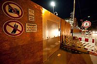 14 JUN 2010, BERLIN/GERMANY:<br /> Verbotsschilder und Warnhinweise, Baustelle fuer den Neubau des Bundesnachrichtendienstes, BND, Chausseestrasse<br /> IMAGE: 20100614-02-018