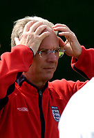 Fotball<br /> Foto: Jed Wee, Digitalsport<br /> NORWAY ONLY<br /> Trening England v Island<br /> <br /> England Training, England v Iceland, Manchester Tournament, 04/06/2004.<br /> England manager Sven Goran Eriksson knows he must get things right for Portugal.