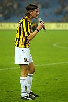Fotball<br /> Nederland 2004/2005<br /> Foto: Proshots/Digitalsport<br /> NORWAY ONLY<br /> <br /> 21/11/2004 <br /> <br /> Bråk på tribunen førte til at kampen ble stoppet en periode<br /> <br /> vitesse - psv uitslag 0-2 aanvoerder knopper spreekt de supporters van vitesse toe om de spreek - koren te staken<br /> seizoen