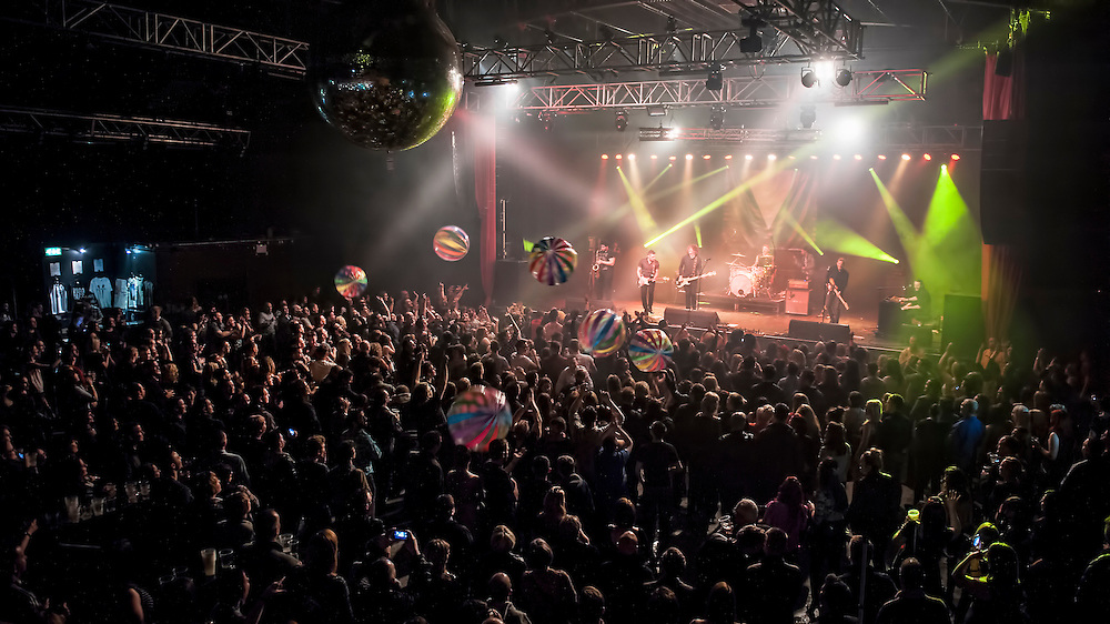 Scotland's hottest up and coming band play their biggest headline show to date and make it a show to remember with pyrotechnics and giant beach balls..