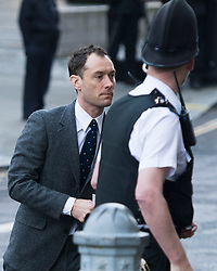 © London News Pictures. 27/01/2014. London, UK. Actor JUDE LAW arriving at The Old Bailey in London where he is due to give evidence in the trial of former News of The World employees accused of phone hacking and and payments to officials. Photo credit: Ben Cawthra/LNP