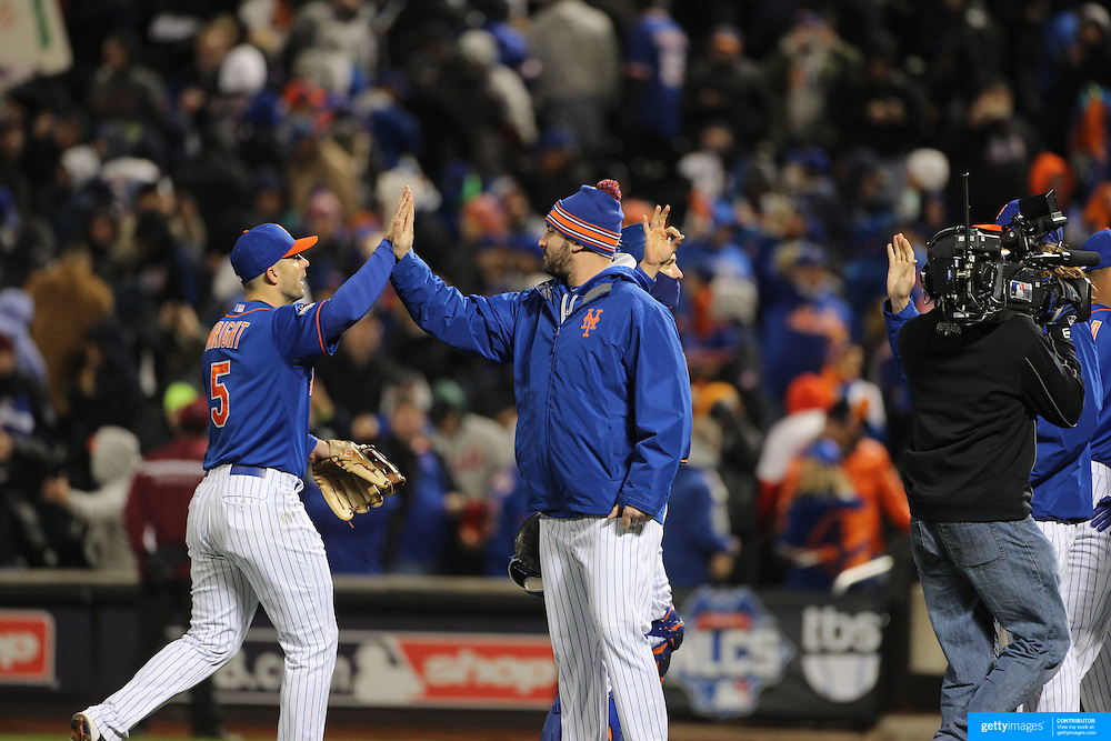 David Wright, New York Mets, is congratulated by team mate Matt Harvey after victory during the MLB NLCS Playoffs game two, Chicago Cubs vs New York Mets at Citi Field, Queens, New York. USA. 18th October 2015. Photo Tim Clayton