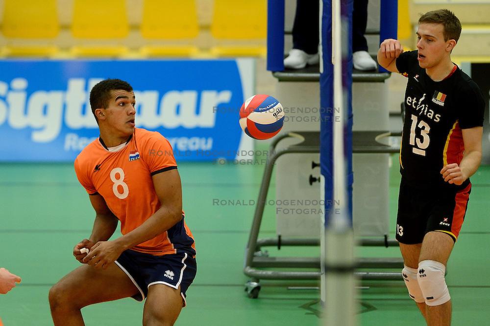 29-12-2014 NED: Eurosped Volleybal Experience Nederland - Belgie -19, Almelo<br /> Nederland verliest met 3-2 van Belgie / Miechiel Ahyi, Florian Malisse