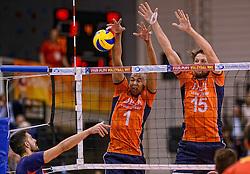 31-05-2015 NED: CEV EK Kwalificatie Nederland - Spanje, Doetinchem<br /> Nederland wint met 3-1 van Spanje en plaatst zich voor het EK in Bulgarije en Italie / Nimir Abdelaziz #1, Thomas Koelewijn #15