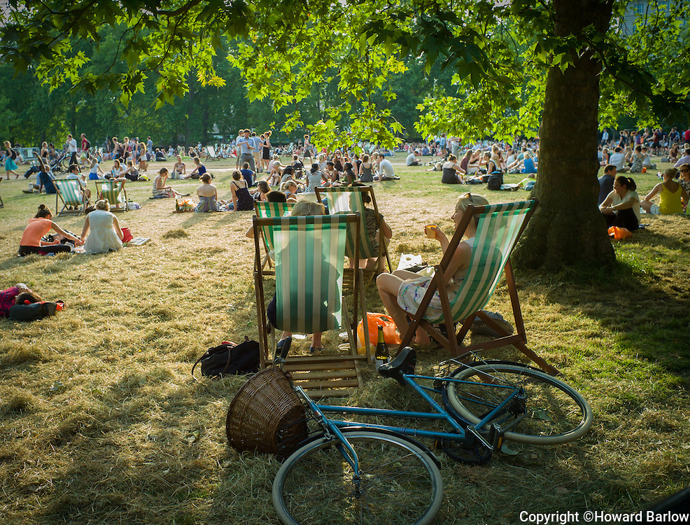 WEATHER<br /> LONDON, GREEN PARK<br /> Wednesday 7 July 2015 and temperatures reached 37 degrees making it the hottest day of the year.