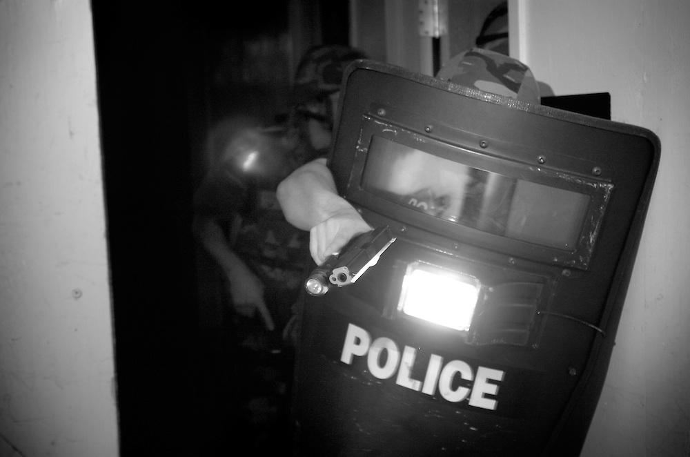 York County Quick Response Team (QRT) high-risk warrant, slow and methodical training..2007.John A. Pavoncello/Pho-tac.com