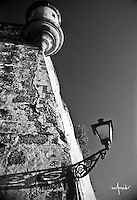 Street lamp and sentry box (Farol y Garita)