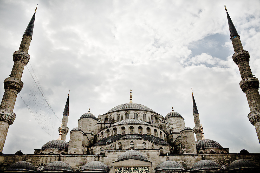 Istanbul is a fascinating city at the gateway between Europe and Asia. Blue Mosque Sultanahmet