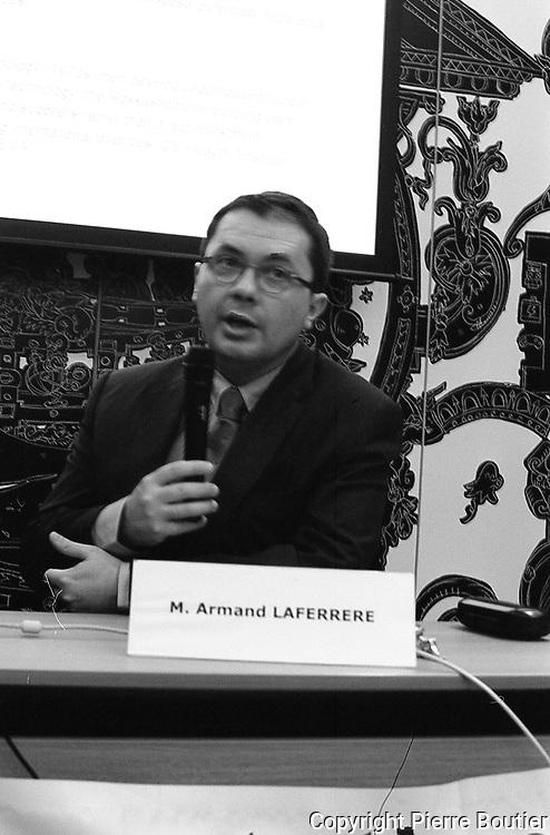 Mr Armand Laferrere PDG de la societe AREVA Japon donne une conference publique sur les enjeux de l avenir energetique du Japon, la societe Areva prevoit d envoyer au Japon du combustible MOX, melange de plutonium et d uranium deux ans apres la catastrophe nucleaire de Fukushima dont la situation reste instable