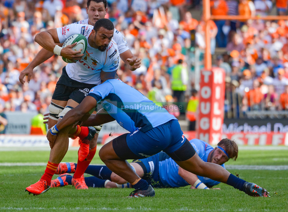 Uzair Cassiem of the Free State Cheetahs and Lizo Gqoboka of the Blue Bulls during the Currie Cup Final between the The Free State Cheetahs and Blue Bulls held at Toyota Stadium (Free State Stadium), Bloemfontein, South Africa on the 22nd October 2016<br /> <br /> Photo by:   Frikkie Kapp / Real Time Images