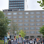 Nederland Rotterdam 21 september 2009 20090921   ..Campus Erasmus univeriteit, studenten op weg naar college. .campus site Erasmus University, students changing classes. ..Foto: David  Rozing