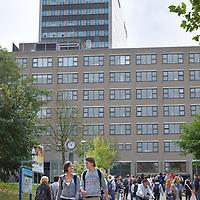 Nederland Rotterdam 21 september 2009 20090921   ..Campus Erasmus univeriteit, studenten op weg naar college. .campus site Erasmus University, students changing classes. ..Foto: David  Rozing