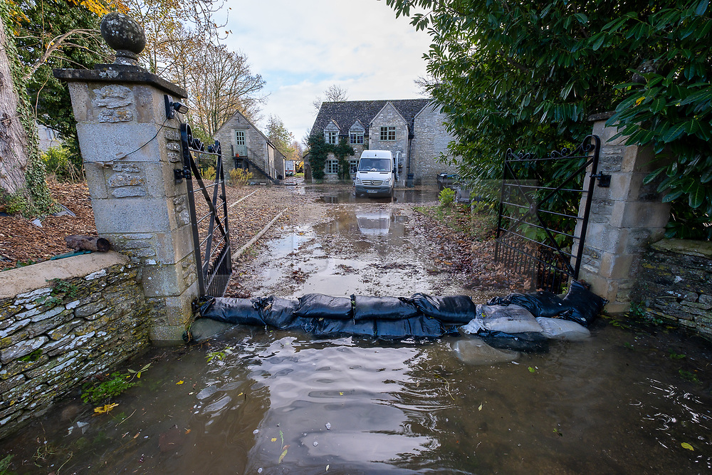 © Licensed to London News Pictures 16/11/2019, Cerney Wick, UK. Resdients flooded roads in the village of Cerney Wick after more heavy rain fall.. Photo Credit : Stephen Shepherd/LNP