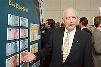 """19.06.1998, Germany/Bonn:<br /> Hans Tietmeyer, Präsident der Deutschen Bundesbank, und EURO Banknoten, Feierstunde """"50. Geburtstag der D-Mark"""", Haus der Geschichte<br /> IMAGE: 19980619-01/02-23"""