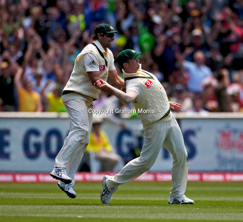 Peter Siddle catches Ian Bell (plus Ben Hilfenhaus) during the fourth Ashes test match between Australia and England at the MCG in Melbourne, Australia. Photo: Graham Morris (Tel: +44(0)20 8969 4192 Email: sales@cricketpix.com) 27/12/10