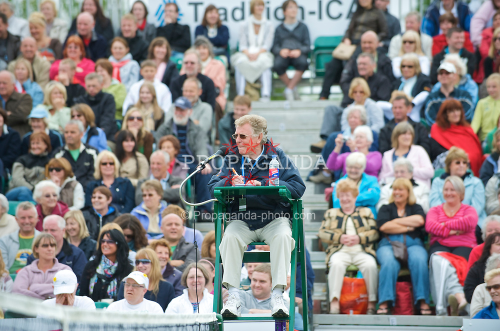 LIVERPOOL, ENGLAND - Sunday, June 21, 2009: Umpire Mike Jackson during Day Five of the Tradition ICAP Liverpool International Tennis Tournament 2009 at Calderstones Park. (Pic by David Rawcliffe/Propaganda)