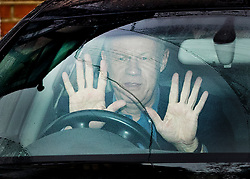 © Licensed to London News Pictures. 21/12/2017. London, UK. Damian Green gestures to reporters as he leaves home. He resigned as first minister yesterday. Mr Green has been under investigation after pornographic images were found on his Parliamentary computer and allegations of inappropriate advances towards a female activist. London, UK. Photo credit: Peter Macdiarmid/LNP
