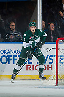 KELOWNA, CANADA - SEPTEMBER 29: Ian Walker #4 of the Everett Silvertips stands on the ice behind the net with the puck against the Kelowna Rockets on September 29, 2017 at Prospera Place in Kelowna, British Columbia, Canada.  (Photo by Marissa Baecker/Shoot the Breeze)  *** Local Caption ***