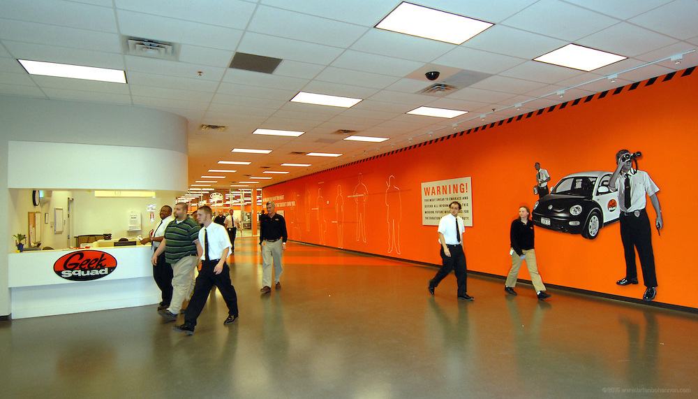 TO SHAHRZAD IN NY--ADVANCE FOR MONDAY MAY 14--Employees walk through the center of Geek Squad City's 165,000 square-foot warehouse just south of Louisville, Friday, February 23, 2007 in Hillview, Ky. (AP Photo/Brian Bohannon)