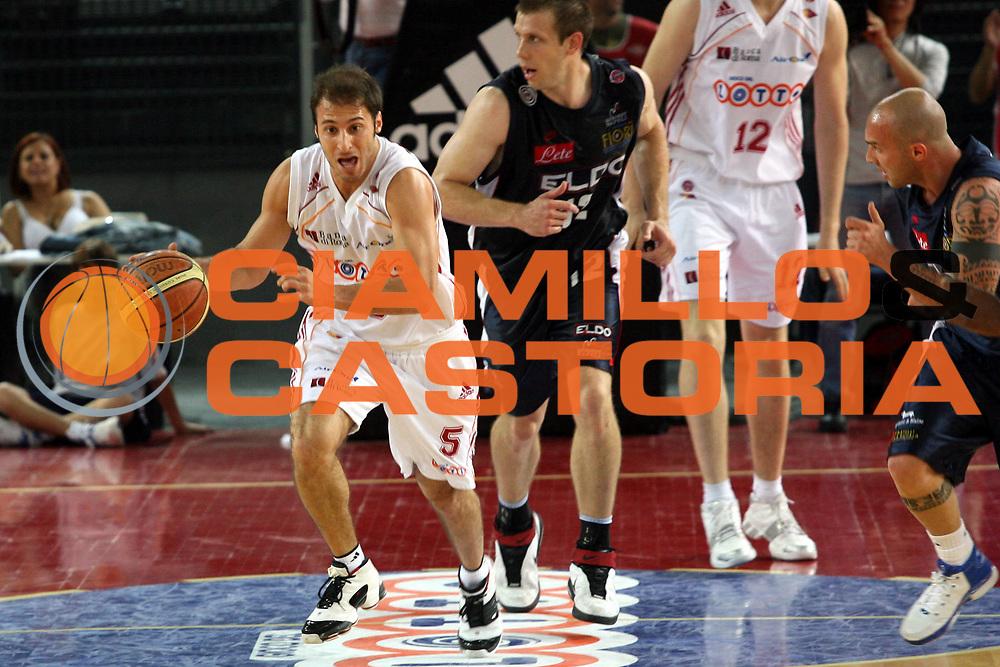 DESCRIZIONE : Roma Lega A1 2006-07 Playoff Quarti di Finale Gara 1 Lottomatica Virtus Roma Eldo Napoli<br />GIOCATORE : Giachetti<br />SQUADRA : Lottomatica Virtus Roma<br />EVENTO : Campionato Lega A1 2006-2007 Playoff Quarti di Finale Gara 1 <br />GARA : Lottomatica Virtus Roma Eldo Napoli<br />DATA : 16/05/2007 <br />CATEGORIA : Palleggio<br />SPORT : Pallacanestro <br />AUTORE : Agenzia Ciamillo-Castoria/G.Ciamillo