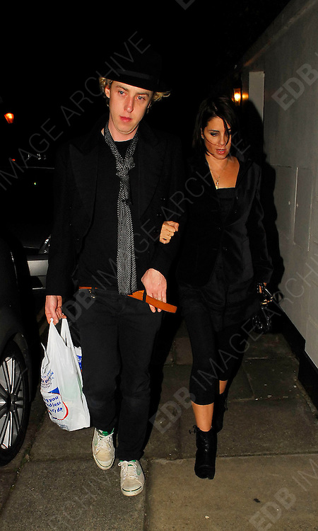15.JANUARY.2007. LONDON<br /> <br /> SADIE FROST LEAVING KATE MOSS&rsquo;S HOUSE AT 3.30 WITH JAMES BROWN AFTER COMING TO WISH KATE HAPPY BIRTHDAY.<br /> <br /> BYLINE: EDBIMAGEARCHIVE.CO.UK<br /> <br /> *THIS IMAGE IS STRICTLY FOR UK NEWSPAPERS AND MAGAZINES ONLY*<br /> *FOR WORLD WIDE SALES AND WEB USE PLEASE CONTACT EDBIMAGEARCHIVE - 0208 954 5968*