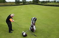MOLENSCHOT - Instructie met Cees Renders voor GolfJournaal. Chippen met de putgrip. COPYRIGHT KOEN SUYK