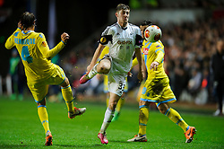 Swansea Defender Ben Davies (WAL) is challenged by Napoli Defender Henrique (BRA) - Photo mandatory by-line: Rogan Thomson/JMP - Tel: 07966 386802 - 20/02/2014 - SPORT - FOOTBALL - Liberty Stadium, Swansea -  Swansea City v SSC Napoli - UEFA Europa League, Round of 32, First Leg. Napoli Forward Jose Callejon (ESP) is challenged by Swansea Midfielder Jose Alberto Canas (ESP) - Photo mandatory by-line: Rogan Thomson/JMP - Tel: 07966 386802 - 20/02/2014 - SPORT - FOOTBALL - Liberty Stadium, Swansea -  Swansea City v SSC Napoli - UEFA Europa League, Round of 32, First Leg. Napoli Defender Henrique (BRA) - Photo mandatory by-line: Rogan Thomson/JMP - Tel: 07966 386802 - 20/02/2014 - SPORT - FOOTBALL - Liberty Stadium, Swansea -  Swansea City v SSC Napoli - UEFA Europa League, Round of 32, First Leg.