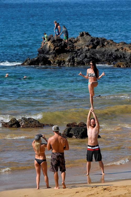 USA, Hawaii, Maui, island, Kihei, beach; yoga