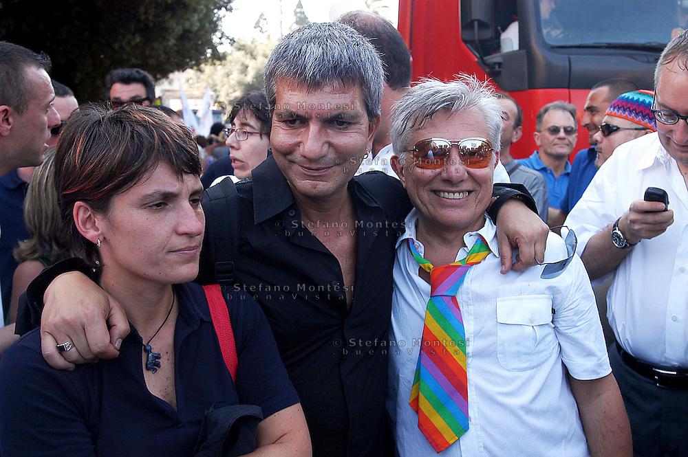 Roma 3 Luglio 2004.Gay Pride 2004.La Sfilata del Gay pride, orgoglio omossessuale per le vie della città..Titti De Simone,Nichi Vendola,Vanni Piccolo