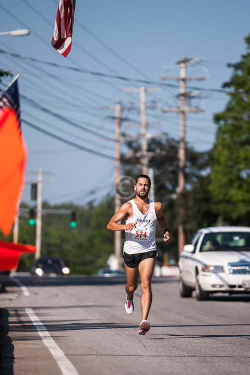 LL Bean 10K road race: Robert Gomez wins race