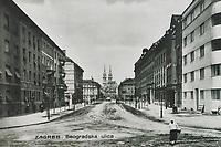 Zagreb : Beogradska ulica. <br /> <br /> Impresum[S. l. : S. n., 1932].<br /> Materijalni opis1 razglednica : tisak ; 9 x 14 cm.<br /> Vrstavizualna građa • razglednice<br /> ZbirkaGrafička zbirka NSK • Zbirka razglednica<br /> Formatimage/jpeg<br /> PredmetZagreb –– Ulica Kneza Višeslava<br /> SignaturaRZG-KVIS-1<br /> Obuhvat(vremenski)20. stoljeće<br /> NapomenaRazglednica je putovala 1932. godine. • U razdoblju od 1930. do 1938 godine današnja Ul. kneza Višeslava nosi naziv Beogradska ulica. Godine 1944. ulica je preimenovana u Gradaševićevu ulicu (prema Huseinu kapetanu Gradaševiću), dok je južni dio preimenovan u Ul. neznane junjakinje. 1947. godine vraćen je naziv Beogradska ul.,1900. godine dobiva naziv Kovačićeva ul., a današnje ime dodijeljeno je 2008. godine.<br /> PravaJavno dobro<br /> Identifikatori000954580<br /> NBN.HRNBN: urn:nbn:hr:238:993702 <br /> <br /> Izvor: Digitalne zbirke Nacionalne i sveučilišne knjižnice u Zagrebu