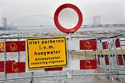 Netherlands, Nijmegen, The Netherlands, 9-1-2018 De Waalkade is afgesloten voor verkeer en het water van de Waal, Rijn, klots tegen en soms over de kaderand. Dagjesmensen en nieuwsgierigen komen al kijken,de coupures tussen de Waalkade en de stad zijn afgesloten. Er is wel al wat schade aan de kade door wegspoelend zand en er ligt al twee weken een binnenvaartschip aangemeerd met motorpech wat ook schade toebrengt aan de pas vernieuwde kade.Foto: Flip FranssenNijmegen is gearing up for high water. The rising waters of the Rhine, Waal, is tomorrow night at the highest level. . Day trippers and curious, all look and a contractor has the denominations between the Waal River and the city closed. Photo: Flip Franssen