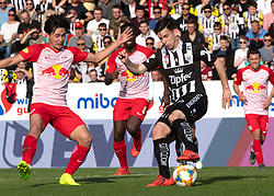 07.04.2019, TGW Arena, Pasching, AUT, 1. FBL, LASK vs FC Red Bull Salzburg, Meistergruppe, 24. Spieltag, im Bild v.l. Takumi Minamino (FC Red Bull Salzburg), Peter Michorl (LASK) // during the tipico Bundesliga Master group, 24th round match between LASK and FC Red Bull Salzburg at the TGW Arena in Pasching, Austria on 2019/04/07. EXPA Pictures © 2019, PhotoCredit: EXPA/ Reinhard Eisenbauer