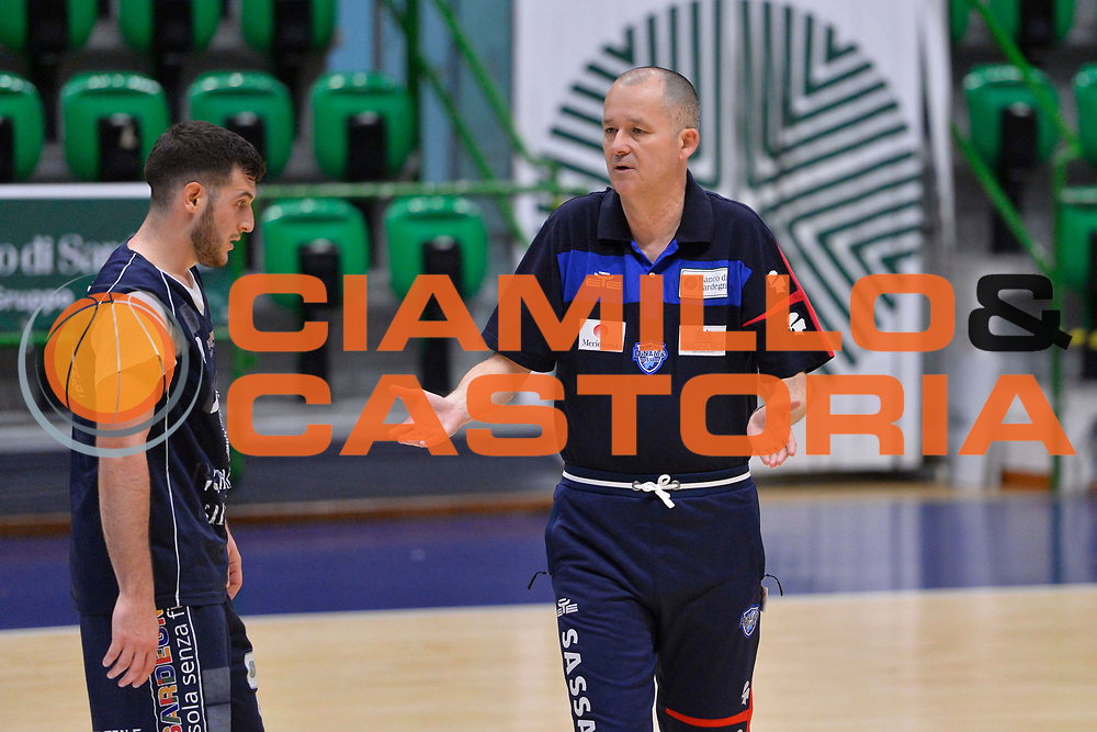 SASSARI 04 APRILE 2018<br /> Allenamento con Zare Markovski<br /> Banco di Sardegna Dinamo Sassari<br /> Legabasket Serie A LBA PorteMobile 2017/2018<br /> NELLA FOTO Zare Markovski, Marco Spissu<br /> FOTO CIAMILLO