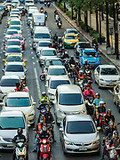 29 NOVEMBER 2016 - BANGKOK, THAILAND: Traffic on Ratchadamri Road in the Ratchaprasong neighborhood of Bangkok.     PHOTO BY JACK KURTZ