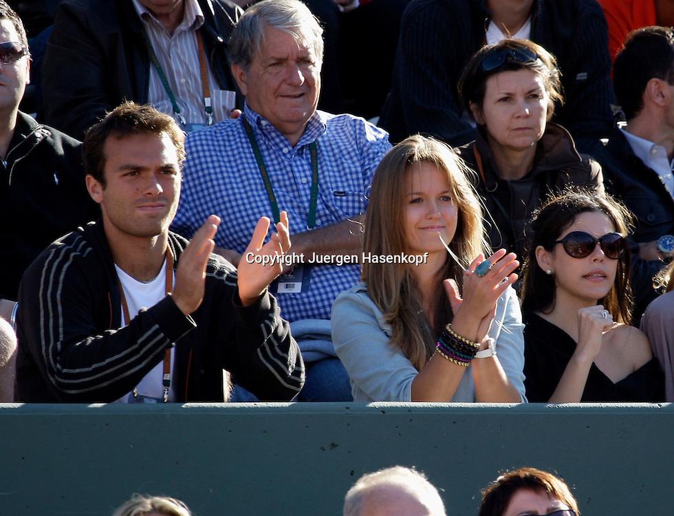 French Open 2009, Roland Garros, Paris, Frankreich,Sport, Tennis, ITF Grand Slam Tournament,.Andy Murray Freundin Kim Sears auf der Tribuene als Zuschauer....Foto: Juergen Hasenkopf..