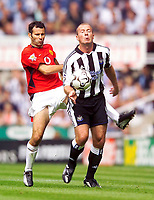 Fotball<br /> Premier League England 2003/2004<br /> Newcastle v Manchester United 23.08.2003<br /> Norway Only<br /> Foto: Digitalsport<br /> <br /> Photo. Jed Wee<br /> Newcastle United v Manchester United, FA Barclaycard Premiership, St. James' Park, Newcastle. 23/08/2003.<br /> Man Utd's Ryan Giggs (L) clatters into the back of Newcastle's Alan Shearer.