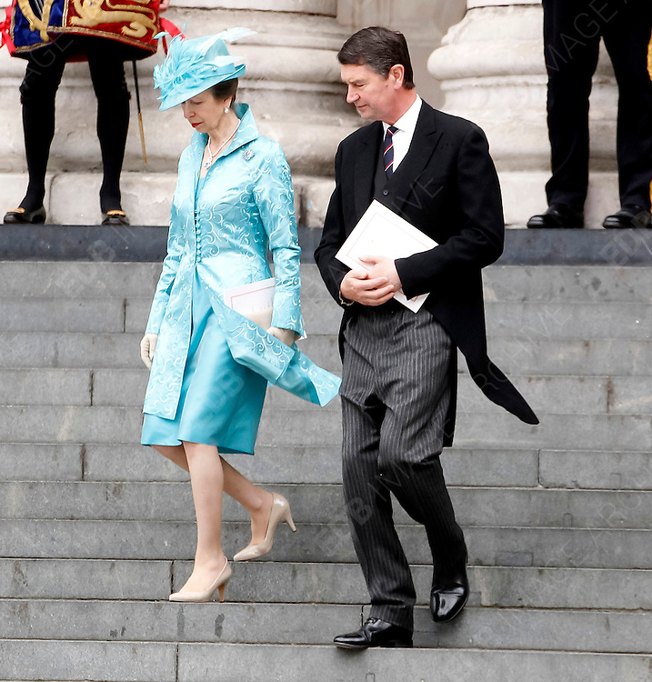 05.JUNE.2012. LONDON<br /> <br /> PRINCESS ANNE AND MARK PHILLIPS LEAVING THE SERVICE OF THANKSGIVING AS PART OF THE QUEEN'S DIAMOND JUBILEE CELEBRATIONS AT ST PAUL'S CATHEDRAL IN LONDON<br /> <br /> BYLINE: EDBIMAGEARCHIVE.CO.UK<br /> <br /> *THIS IMAGE IS STRICTLY FOR UK NEWSPAPERS AND MAGAZINES ONLY*<br /> *FOR WORLD WIDE SALES AND WEB USE PLEASE CONTACT EDBIMAGEARCHIVE - 0208 954 5968*