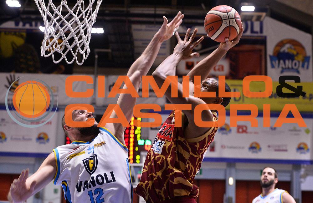 DESCRIZIONE : Beko Legabasket Serie A 2015- 2016 Vanoli Cremona - Umana Reyer Venezia<br /> GIOCATORE : Josh Owens<br /> CATEGORIA : tiro penetrazione<br /> SQUADRA : Umana Reyer Venezia<br /> EVENTO : Beko Legabasket Serie A 2015-2016<br /> GARA : Vanoli Cremona - Umana Reyer Venezia<br /> DATA : 07/02/2016<br /> SPORT : Pallacanestro <br /> AUTORE : Agenzia Ciamillo-Castoria/R.Morgano