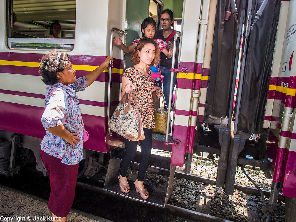 16 APRIL 2014 - BANGKOK, THAILAND: Passengers get off an overnight train that arrived back in Bangkok from upcountry. Thai highways, trains and buses were packed Wednesday as Thais started returning home after the long Songkran break. Songkran is normally three days long but this year many Thais had at least an extra day off because the holiday started on Sunday, so many Thais started traveling on Friday of last week.    PHOTO BY JACK KURTZ
