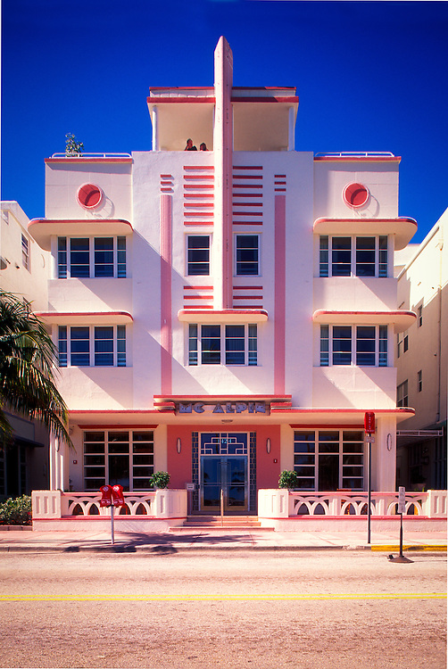 A small, Art Deco masterpiece, the McAlpin Hotel on South Beach's Ocean Drive, was designed by architect L. Murray Dixon in 1940.