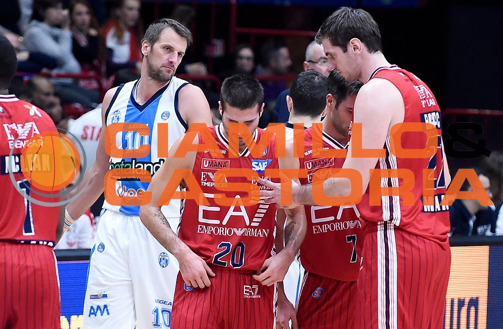 DESCRIZIONE : Milano Campionato Lega A 2015-16 Olimpia EA7 Emporio Armani Milano Betaland Capo d'Orlando<br /> GIOCATORE : Stanko Barac Andrea Cinciarini<br /> CATEGORIA : Fair Play<br /> SQUADRA : Olimpia EA7 Emporio Armani Milano<br /> EVENTO : Campionato Lega A 2015-16<br /> GARA : Olimpia EA7 Emporio Armani Milano Betaland Capo d'Orlando<br /> DATA : 13/12/2015<br /> SPORT : Pallacanestro <br /> AUTORE : Agenzia Ciamillo-Castoria/A.Giberti<br /> Galleria : Campionato Lega A 2015-16  <br /> Fotonotizia : Milano Campionato Lega A 2015-16 Olimpia EA7 Emporio Armani Milano Betaland Capo d'Orlando<br /> Predefinita :