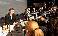 26.01.2010, Lanxess-Arena, Koeln, GER, Weltmeisterschaft Schwergewicht, Pressekonferenz Dr. Vitali Klitschko (GER) und .Odlanier Solis (Kuba) vor ihrem Kampf im Maerz, im Bild: Dr. Vitali Klitschko  und Odlanier Solis  im Blick der fotografen EXPA Pictures © 2011, PhotoCredit: EXPA/ nph/  Mueller       ****** out of GER / SWE / CRO ******