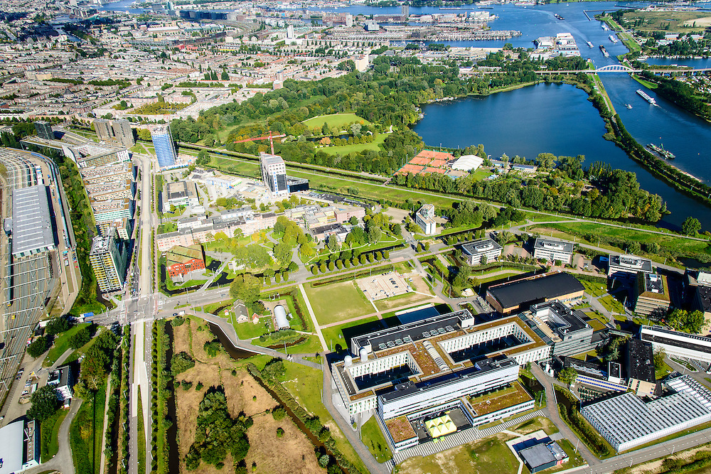 Nederland, Noord-Holland, Amsterdam, 27-09-2015; Watergraafsmeer met overzicht Amsterdam Science Park richting INdische Buurt en Nieuwe Diep. Huisvest onder andere Amsterdam University College, de Beta wetenschappen, Life Science en IT.<br /> Science Park in East of Amsterdam, University of Amsterdam Faculty of Science, the Amsterdam University College, IT, Life Sciences, advanced technology, and sustainability,<br /> luchtfoto (toeslag op standard tarieven);<br /> aerial photo (additional fee required);<br /> copyright foto/photo Siebe Swart