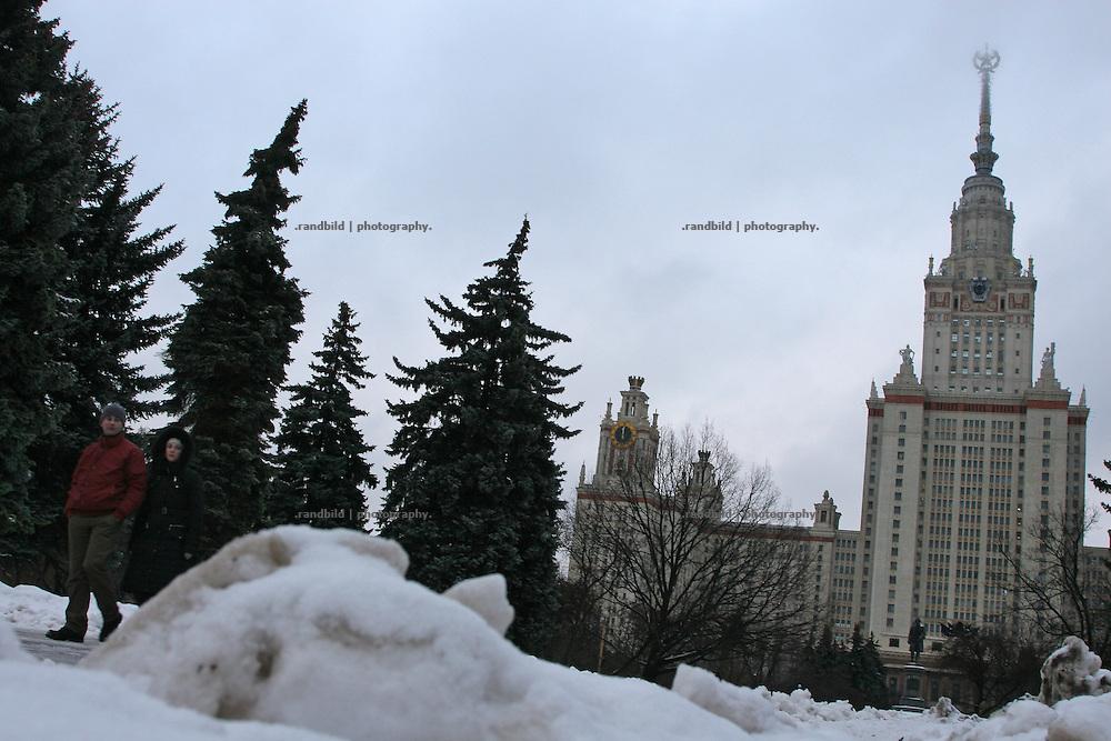Die Lomonsov Universität in Moskau. Einer der bekannten Stalinbauten, die noch einen Sowjetstern tragen. (c) images.de/Timo Vogt (The Lomonsov State University of Moscow. One the famous stalin era buildings which still shows the soviet star on the top)