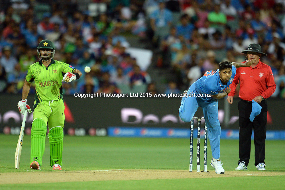 Indian bowler Umesh Yadav into his delivery stride during the ICC Cricket World Cup match between India and Pakistan at Adelaide Oval in Adelaide, Australia. Sunday 15 February 2015. Copyright Photo: Raghavan Venugopal / www.photosport.co.nz