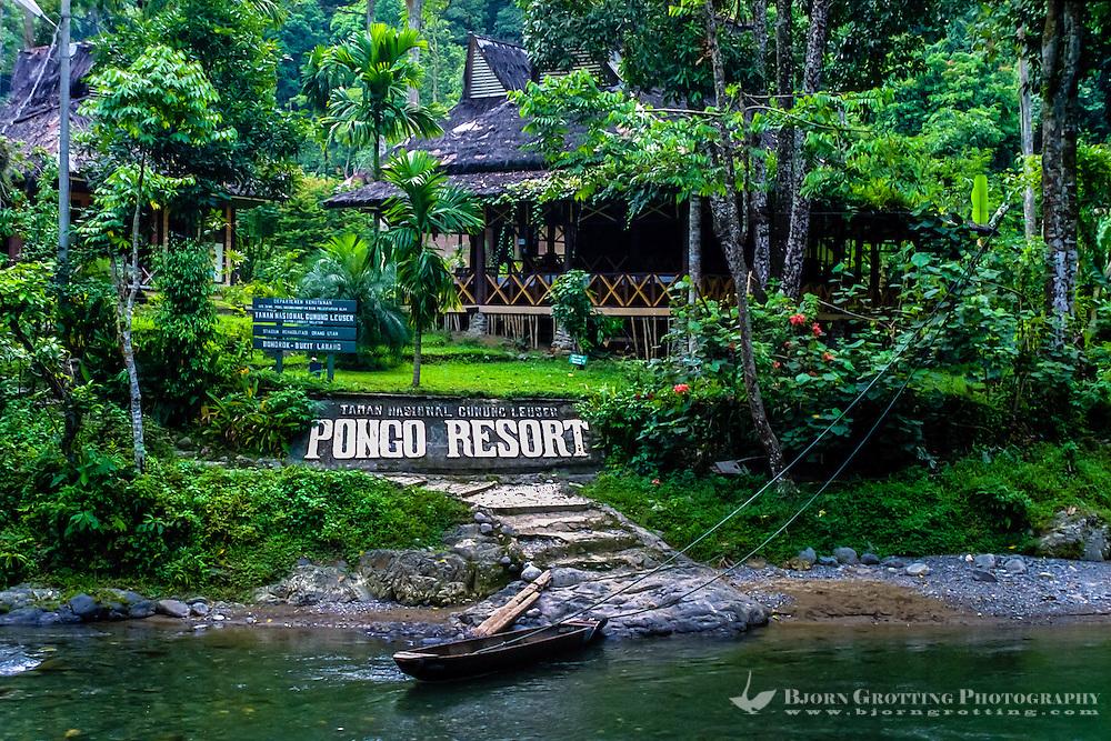 Indonesia, Sumatra. Bukit Lawang. Gunung Leuser National Park. The river crossng from Bukit Lawang to the park entrance.