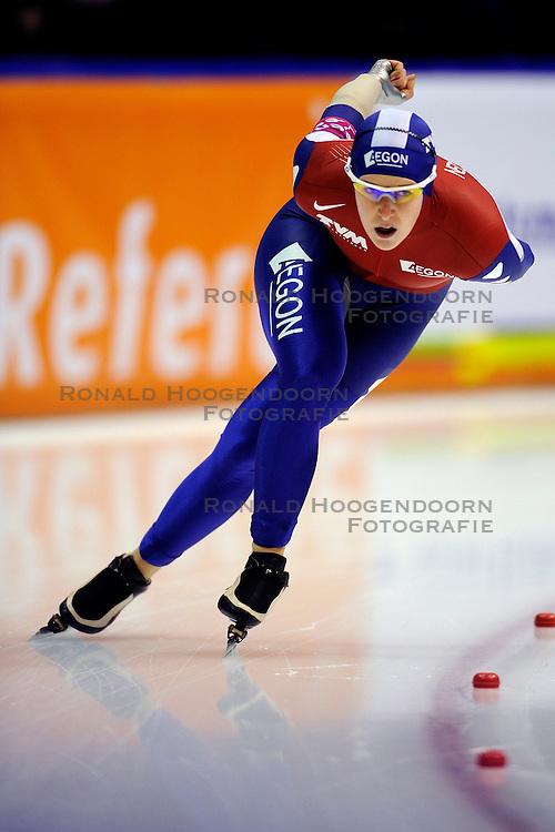 13-11-2009 SCHAATSEN: ESSENT ISU WORLDCUP: HEERENVEEN <br /> Ireen Wust pakt de derde plek op de 3000 meter<br /> &copy;2009-WWW.FOTOHOOGENDOORN.NL